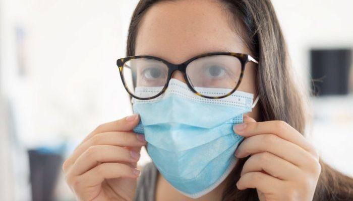 El uso de la mascarilla y los lentes empañados